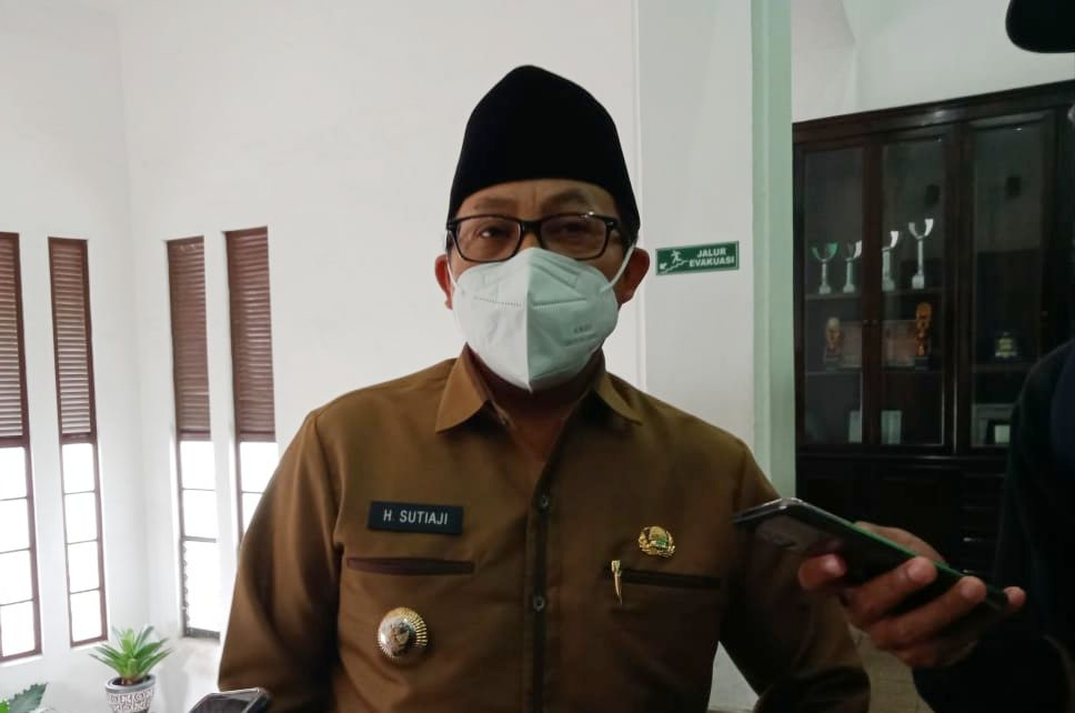 Wali Kota Malang Sutiaji menjelaskan soal perpanjangan PPKM mikro di Kota Malang. (Foto: Feni Yusnia/Tugu Jatim)