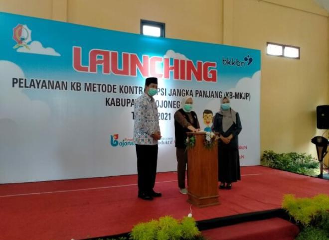 Bupati Bojonegoro Anna Muawanah me-launching pelayanan KB metode kontrasepsi jangka panjang (KB-MKJP) di Kabupaten Bojonegoro. (Foto: Pemkab Bojonegoro/Tugu Jatim)