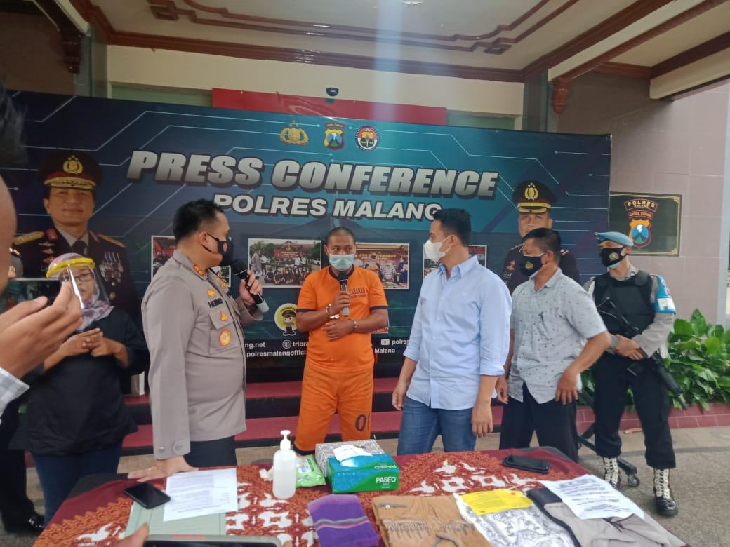 Kapolres Malang AKBP Hendri Umar saat press conference soal kasus penipuan jamaah haji di Mapolres Malang pada Jumat (19/02/2021). (Foto: Rap/Tugu Jatim)