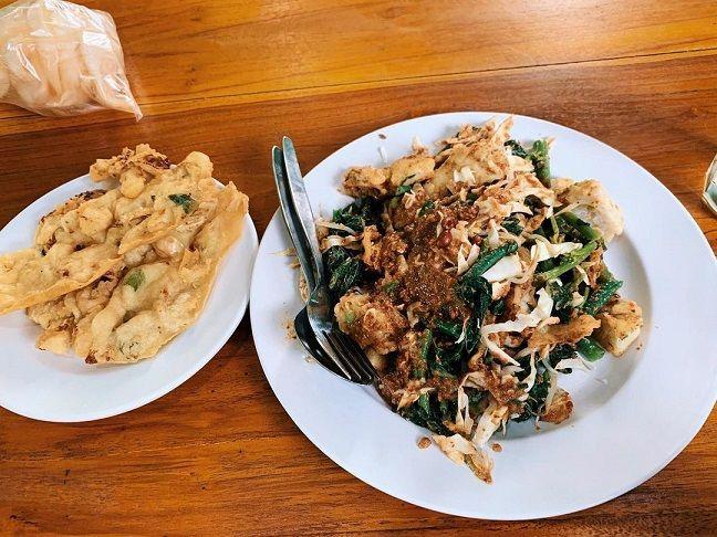 Lotek dan Gado-gado Bu Bagyo (Foto : Instagram/coolinerin.id) tugu jatm rekomendasi kuliner dii Jogja