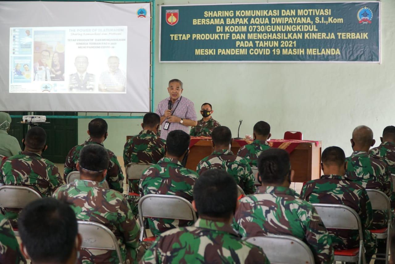 Pakar Sharing Komunikasi dan Motivasi Dr Aqua Dwipayana saat memberikan materi kepada peserta. (Foto: Dok/Tugu Jatim)