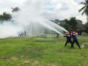 Simulasi penanganan kebakaran UPT Damkar Kota Malang. (Foto: Azmy/Tugu Jatim)