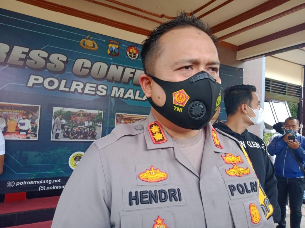 Kapolres Malang AKBP Hendri Umar memastikan jika dentuman yang terjadi di Malang Raya pada Rabu dini hari (03/02/2021) itu bukanlah suara gunung meletus maupun latihan militer. (Foto:Rap/Tugu Jatim)