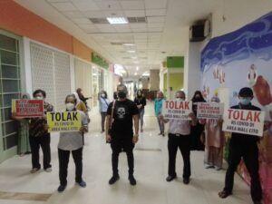 Anggota Paguyuban P4 sampaikan aspirasi soal operasional Rumah Sakit (RS) Siloam di sekitar Cito Mall Surabaya. (Foto: Rangga Aji/Tugu Jatim)
