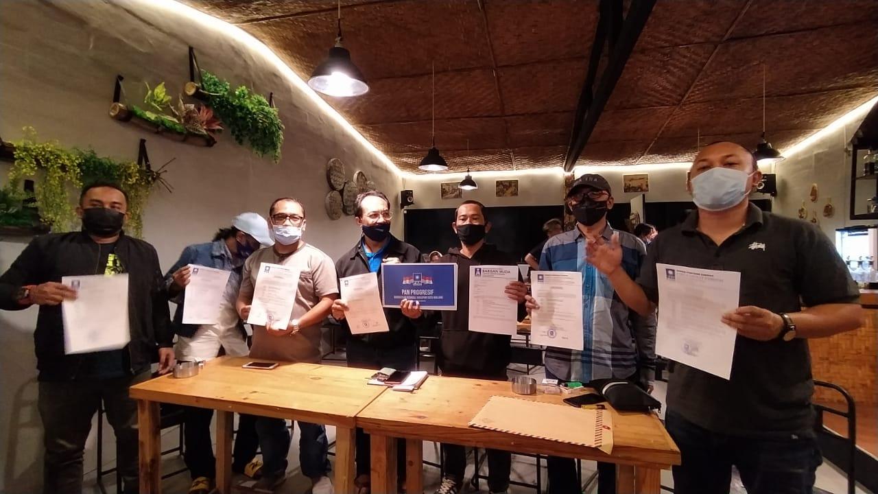 Forum DPC PAN Se-Kota Malang (PAN Progresif) saat menunjukkan bukti otentik perolehan 53 suara untuk mengganti tampuk pimpinan DPD PAN Kota Malang. (Foto: Azmy/Tugu Jatim)