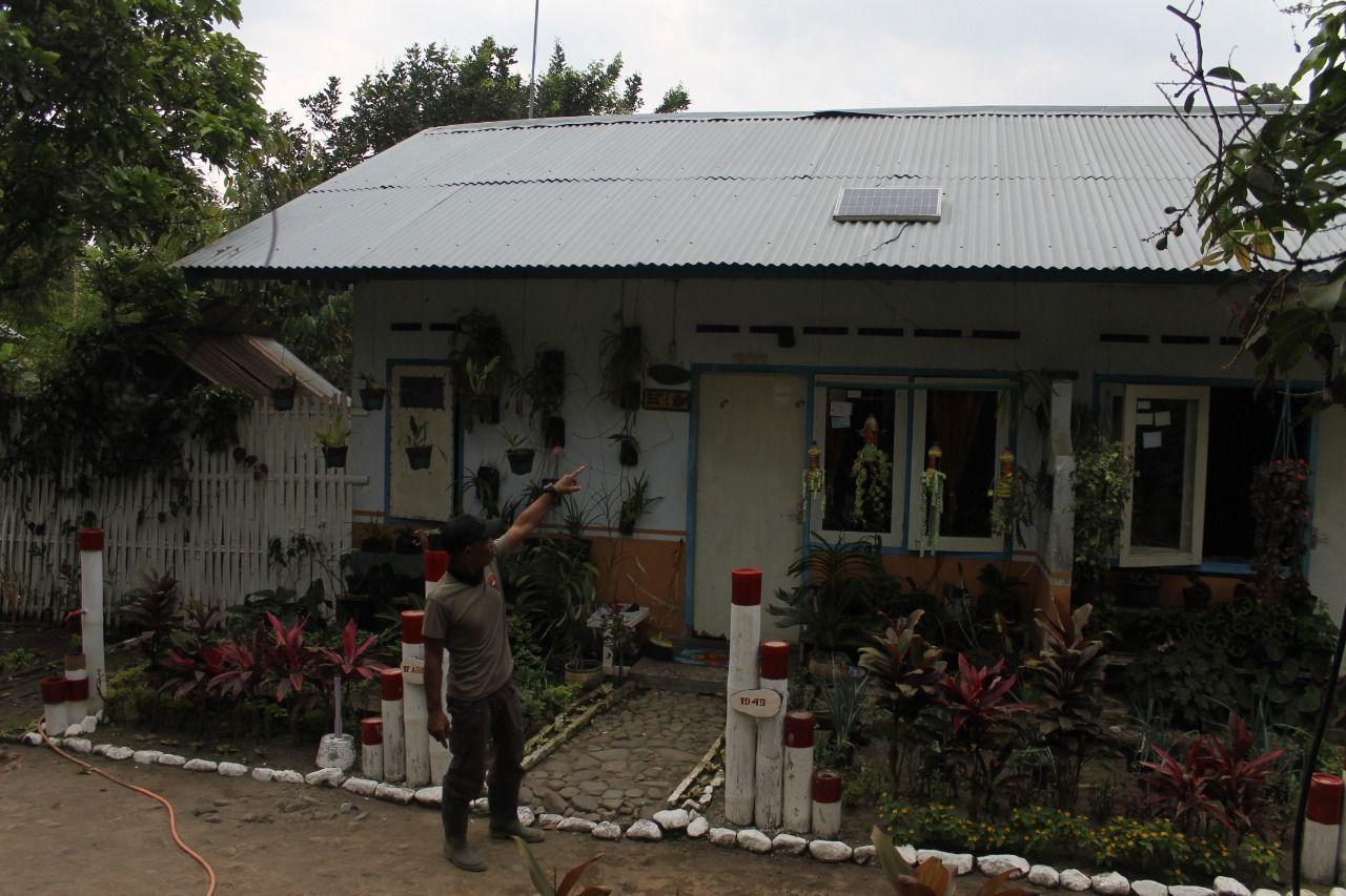 Kampung Damarwulan, Kediri, yang kian sepi pasca erupsi Gunung Kelud. Tampak rumah warga terdampak erupsi. (Foto: Noe/Tugu Jatim)