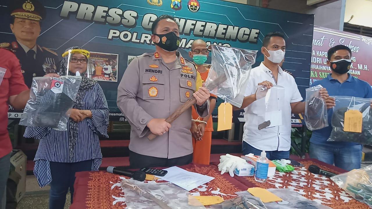 Kapolres Malang AKBP Hendri Umar saat konferensi pers kasus pembunuhan wanita di bekas mes PJB Kabupaten Malang. (Foto: Rap/Tugu Jatim)