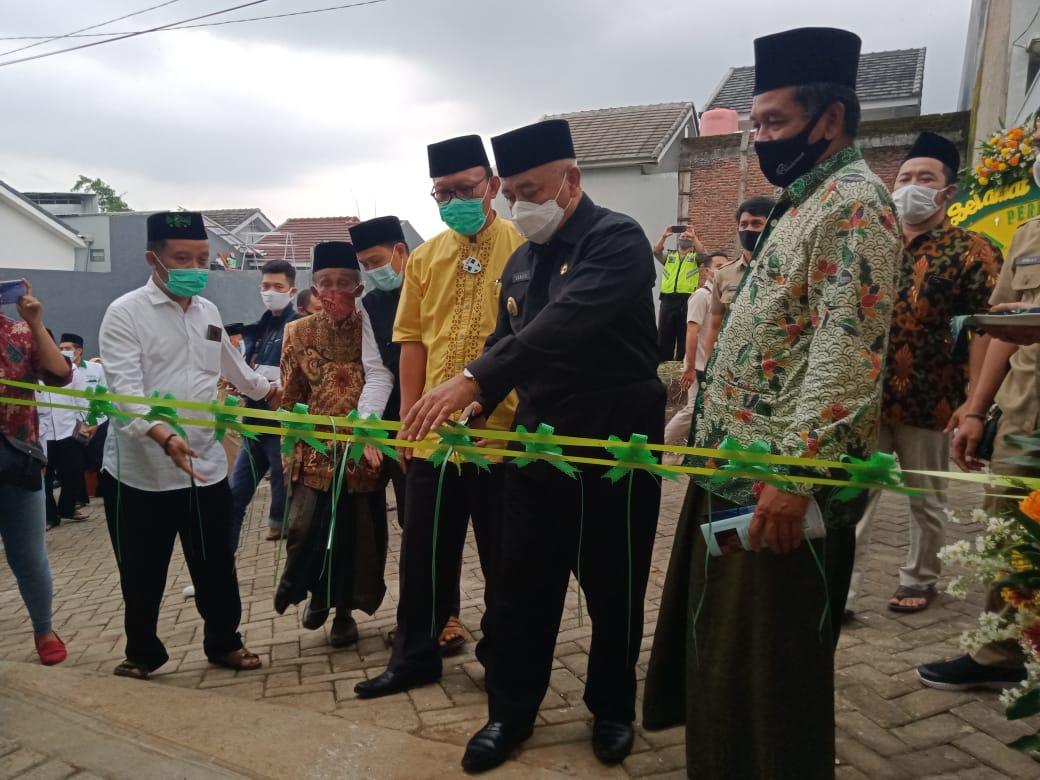 Bupati Malang Muhammad Sanusi meresmikan Rumah Sedekah di Dau, Kabupaten Malang. (Foto:Rap/Tugu Jatim)