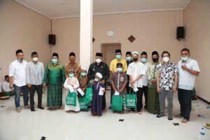 Bupati Malang Muhammad Sanusi di Rumah Sedekah bersama anak yatim piatu.(Foto:Rap/Tugu Jatim)