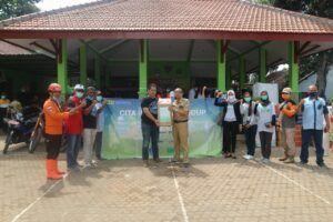 Secara simbolis bantuan diberikan oleh Cita Indonesia Group. (Foto:Dok/Tugu Jatim)