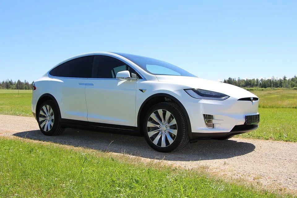 Mobil Tesla/Pixabay