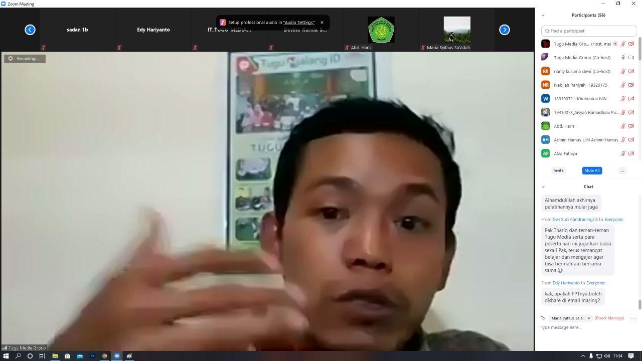 """GM Tugu Malang ID Fajrus Shidiq mengisi materi mengenai """"Kode Etik dan Teknik Dasar Menulis Berita"""" pada Senin (22/02/2021). (Foto: Tugu Media Group/Tugu Jatim)"""