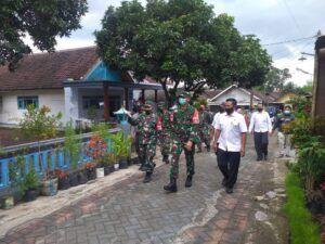 Danrem 083/BDJ Kunjungi Posko PPKM Mikro dan Kampung Tangguh di Pasuruan