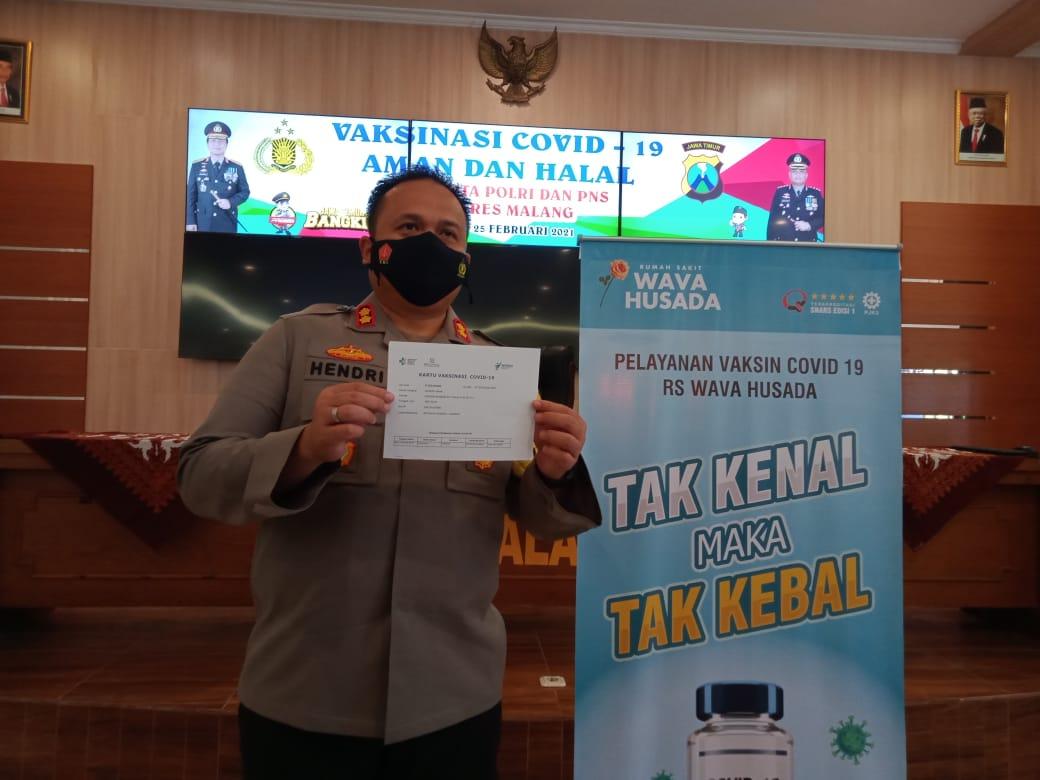 Kapolres Malang AKBP Hendri Umar mengatakan vaksinasi Covid-19 ini sudah diuji dan aman. (Foto: Rap/Tugu Jatim)
