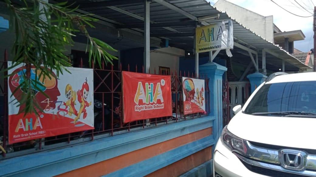 Densus 88 menangkap AYR di rumahnya, tepatnya di Perumahan Bumi Mondoroko Raya, Singosari, Kabupaten Malang, (Foto: Rap/Tugu Jatim)