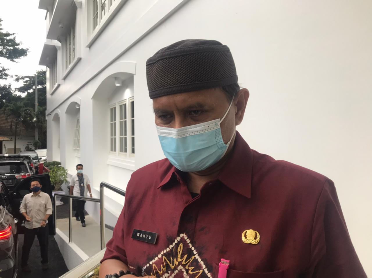Plt Kepala Diskopindag Kota Malang Wahyu Setianto yang akan mengimpor cabe dari India dalam waktu dekat untuk menstabilkan harga. (Foto: Azmy/Tugu Jatim)