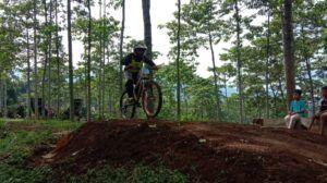 Atlet ISSI Tuban Bawa 2 Medali di Latber Downhill Jombang