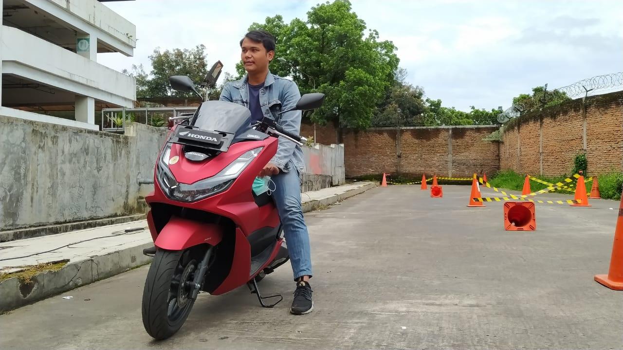 Sesi riding test All New Honda PCX160 di Malang Town Square (Matos), Minggu (28/02/2021). (Foto: Azmy/Tugu Jatim)