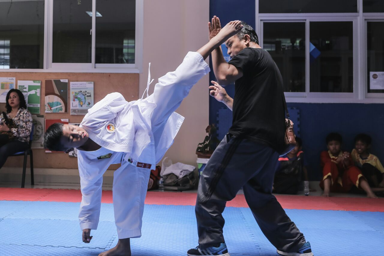 Afkar Duwera tengah melatih tendangan. (Foto: Dokumen)
