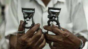 Alat cukur klasik. Biar 'jadul' namun alat-alat di Pangkas Rambut Sahabat ini tetap berfungsi dan terawat dengan baik. (Foto: BEN/Tugu Jatim)