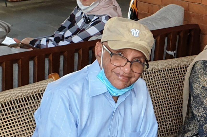 Ali Salim, wartawan senior yang kini tinggal di Kota Surabaya, Jawa Timur. (Foto: Dokumen) tugu jatim