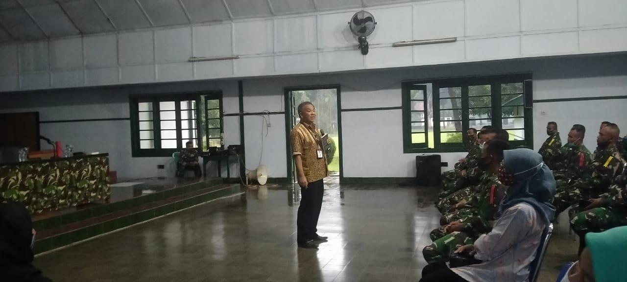 Pakar Komunikasi dan Motivator Nasional, Dr Aqua Dwipayana ketika Sharing Komunikasi dan Motivasi di Depo Pendidikan Latihan dan Pertempuran (Dodiklatpur) Resimen Induk Kodam IV/Diponegoro di Klaten, Jawa Tengah, pada Selasa sore (2/2/2021). (Foto: Dokumen) tugu jatim