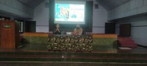Pakar Komunikasi dan Motivator Nasional, Dr Aqua Dwipayana ketika Sharing Komunikasi dan Motivasi di Depo Pendidikan Latihan dan Pertempuran (Dodiklatpur) Resimen Induk Kodam IV/Diponegoro di Klaten, Jawa Tengah, pada Selasa sore (2/2/2021). (Foto: Dokumen)