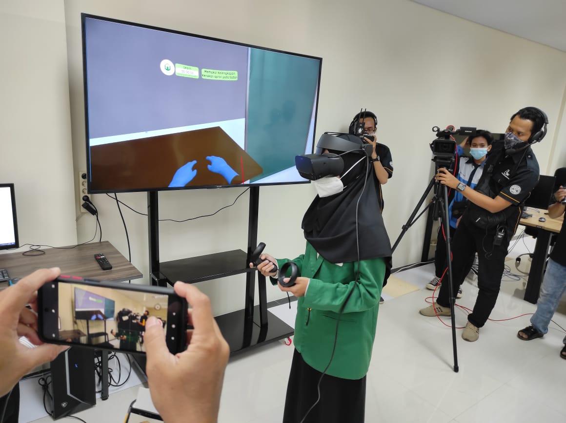Unusa baru saja meresmikan laboratorium berbasis Virtual Reality atau Lab VR dan Microteaching, Jumat (5/2/2021). (Foto: Humas Unusa). tugu jatim