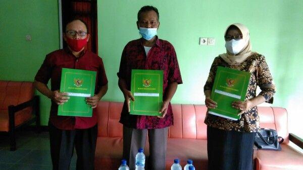 ASN yang telah menerima surat keputusan pensiun. (Foto: Pemkab Bojonegoro) tugu jatim