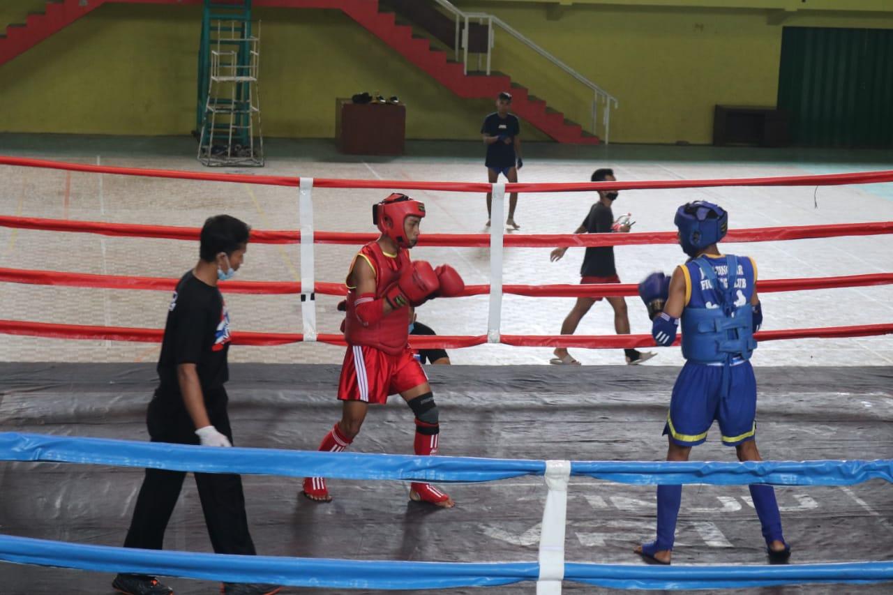 Atlet Muay Thai Tuban yang tengah berlaga di Kejurprov Jatim 2021. (Foto: Humas Koni Tuban) tugu jatim medali perak perunggu koni tuban