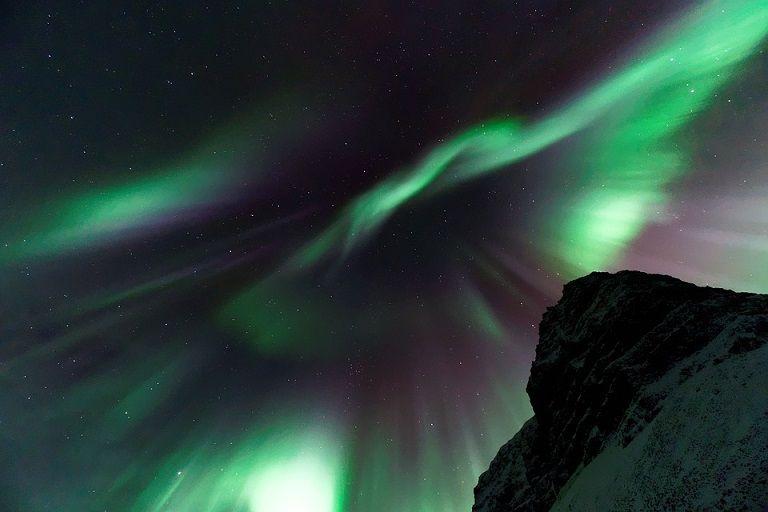 Aurora borealis, ilustrasi suara dentuman misterius yang terdengar di wilayah Malang Raya. (Foto: Pixabay) tugu jatim