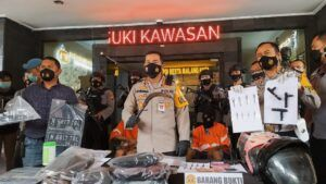 Kapolresta Malang Kota Kombes Pol Leonardus Simarmata saat konferensi pers, Kamis (25/2/2021). (Foto: AZM/Tugu Malang/Tugu Jatim)
