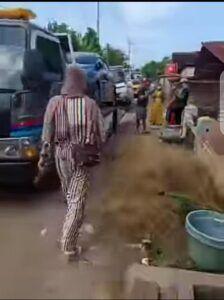 Video datangnya banyak mobil dari Surabaya di Desa Sumurgeneng, Kecamatan Jenu, Kabupaten Tuban yang viral. (Foto: Tangkapan Layar)