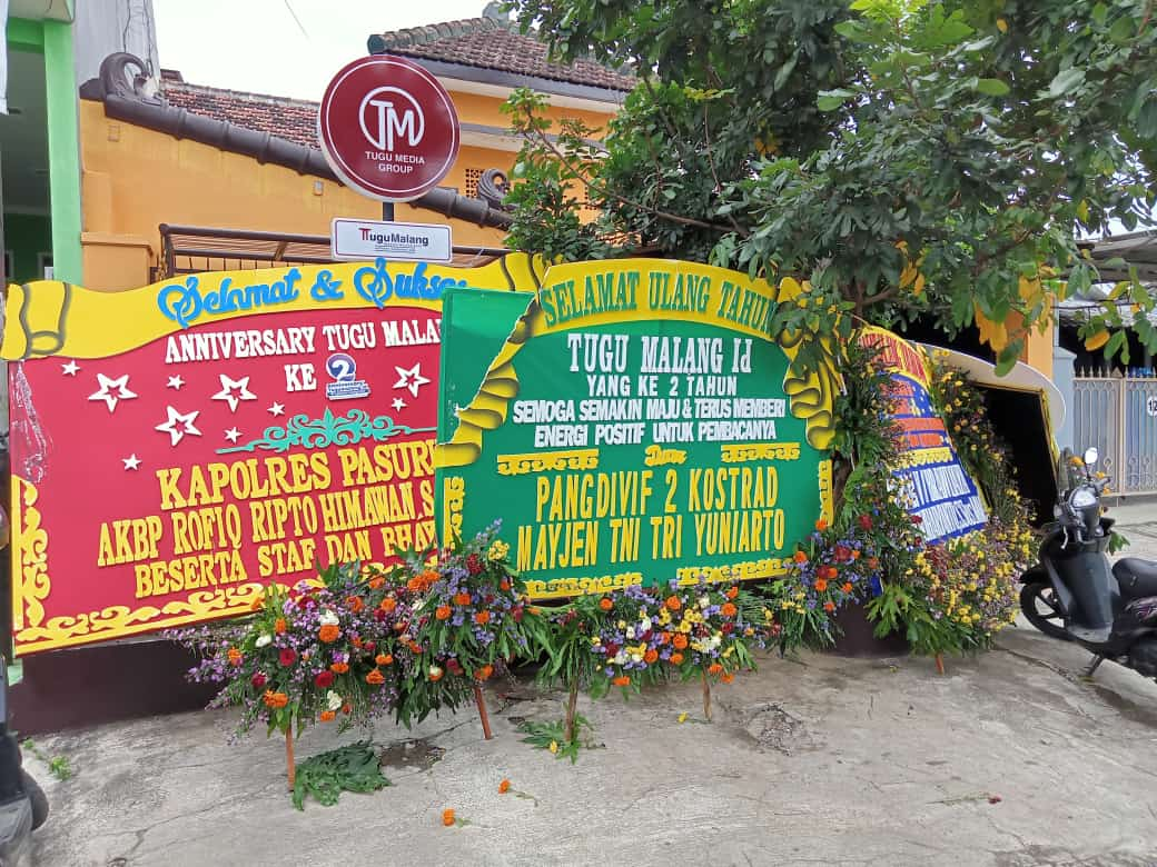 Beragam karangan bunga dari berbagai instansi dan lembaga datang dari berbagai daerah jelang hari ulang tahun Tugu Malang ID (Tugumalang.id) yang kedua 9 Februari 2021 ini. (Foto: Dokumen/Tugu Malang/Tugu Jatim)