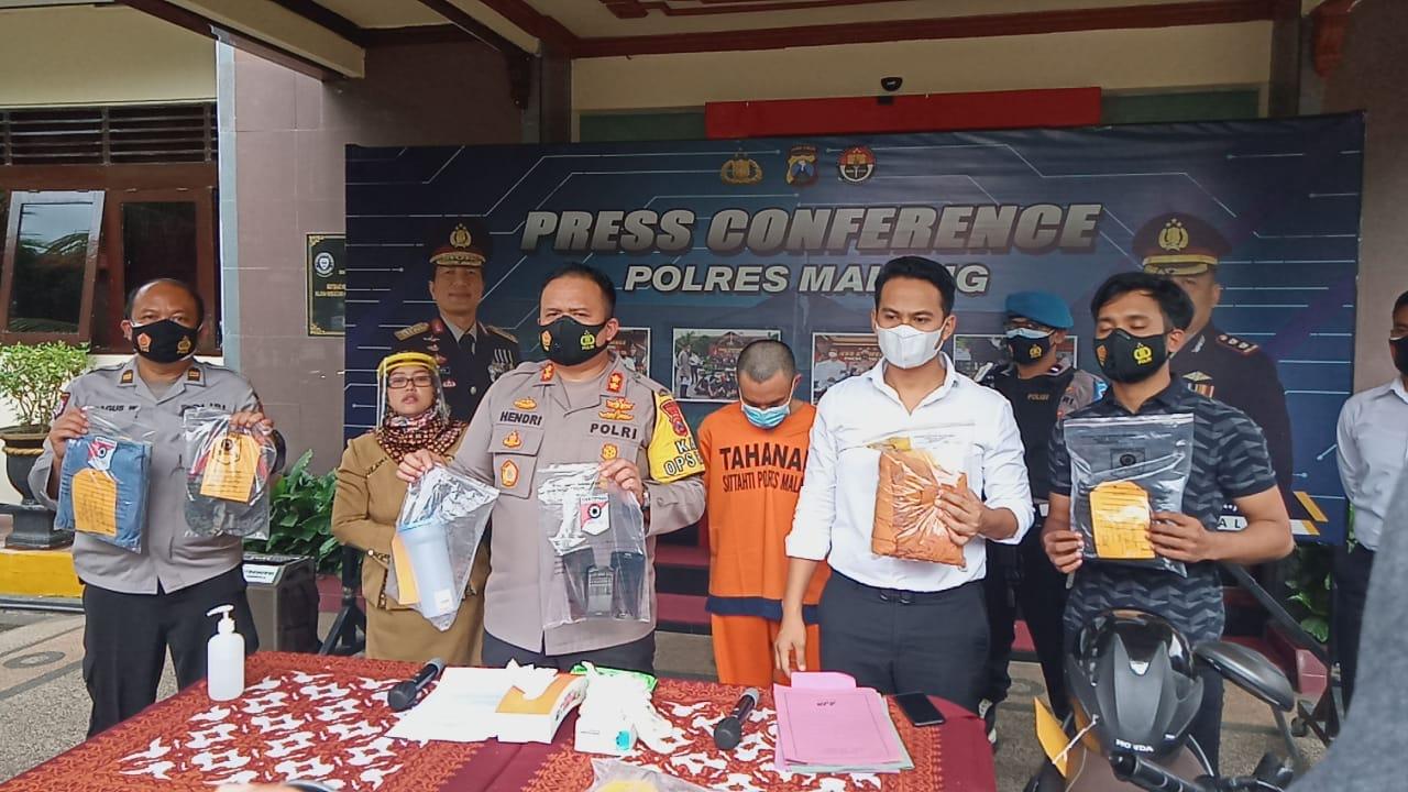 Sesi pers conference ungkap kasus pembunuhan dengan air keras di Mapolres Malang, Selasa (9/2/2021). (Foto: Rap/Tugu Malang/Tugu Jatim)