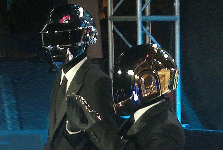 Daft Punk, duo musisi elektronik asal Prancis yang begitu legendaris menyatakan bubar. (Foto: Wikipedia) tugu jatim
