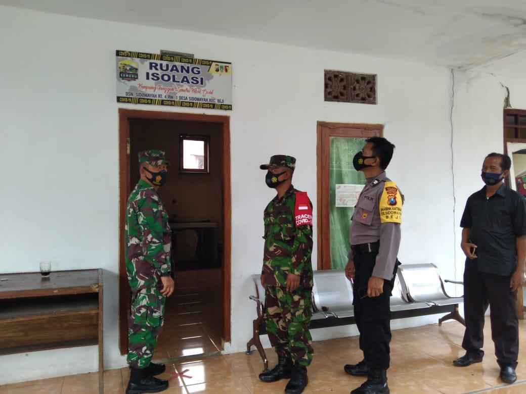 Danramil 0819/11 Beji, Pasuruan melakukan penbgecekan langsung terkait kesiapan Posko PPKM Skala Mikro di Pasuruan. (Foto: Dokumen/Kodim 0819 Pasuruan) tugu jatim
