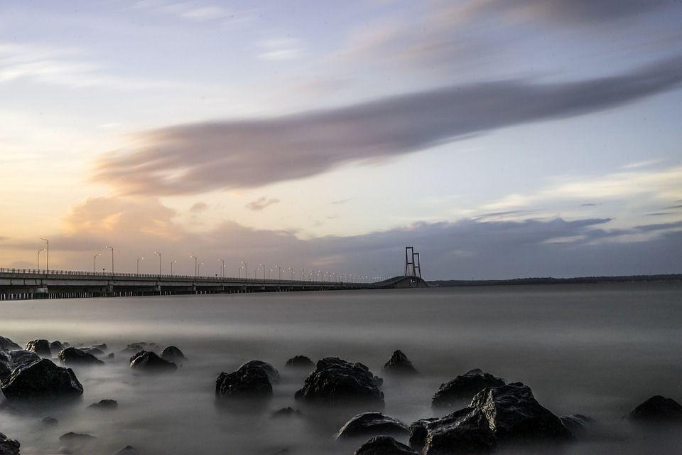 Jembatan Suramadu. (Foto: Pixabay/Tugu Jatim)