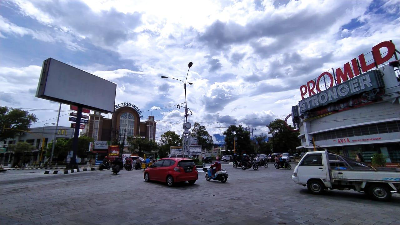 Ilustrasi kamera pengawas di Simpang Tiga Kayutangan Hotel Trio Indah. Di titik ini, rencana akan dipasang kamera e-TLE untuk menunjang sistem e-tilang. (Foto: Azmy/Tugu Malang/Tugu Jatim)