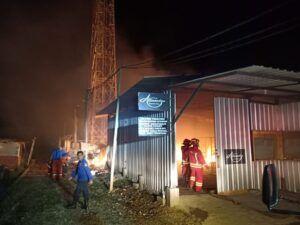 Gudang mebel yang terbakar. (Foto: UPT Damkar Kota Malang/Tugu Jatim)