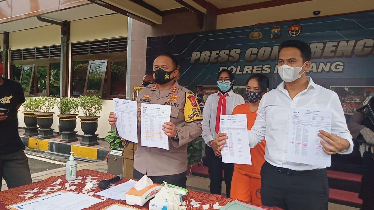 Kapolres Malang, AKBP Hendri Umar (kiri) saat pers rilis kasus penipuan investasi di Mapolres Malang, Senin (8/2/2021) siang. (Foto: Rap/Tugu Malang/Tugu Jatim)