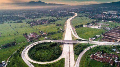 Foto udara jalan Tol Pandaan-Malang. (Foto: Dokumen/Jasa Marga) tugu jatim
