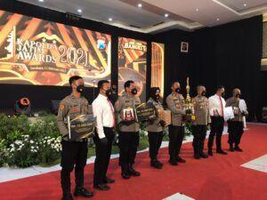 Jajaran Polres Tuban yang mendapat penghargaan terbanyak di Kapolda Jatim Awards 2021. (Foto: Humas Polres Tuban)