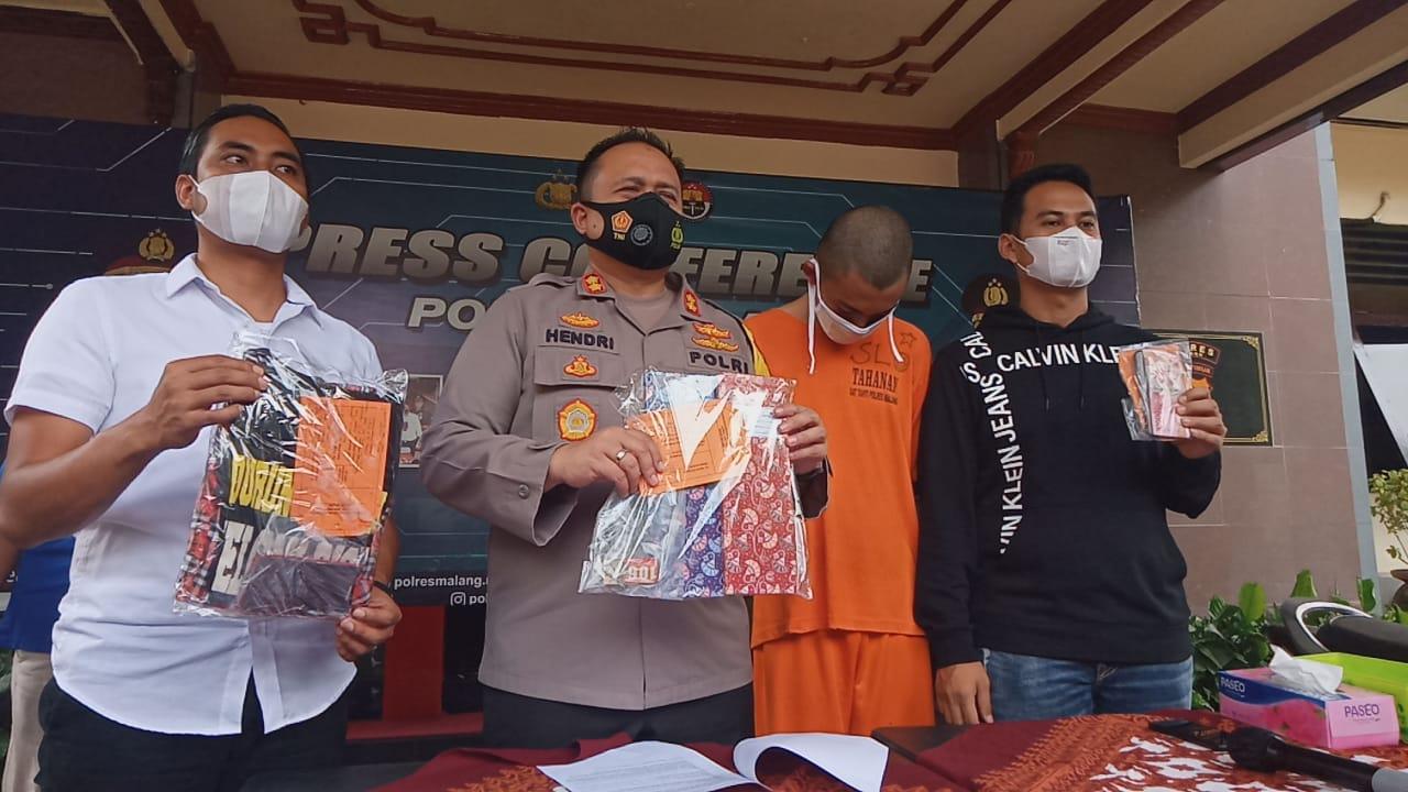 Kapolres Malang, AKBP Hendri Umar saat sesi konferensi pers ungkap kasus prostitusi, Kamis (4/2/2021). (Foto: rap/Tugu Malang/Tugu Jatim)