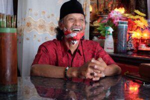 Juru kunci Ciamsi Klenteng Dewi Kwan Im, Sholikin. (Foto: RAP/Tugu Malang/Tugu Jatim)