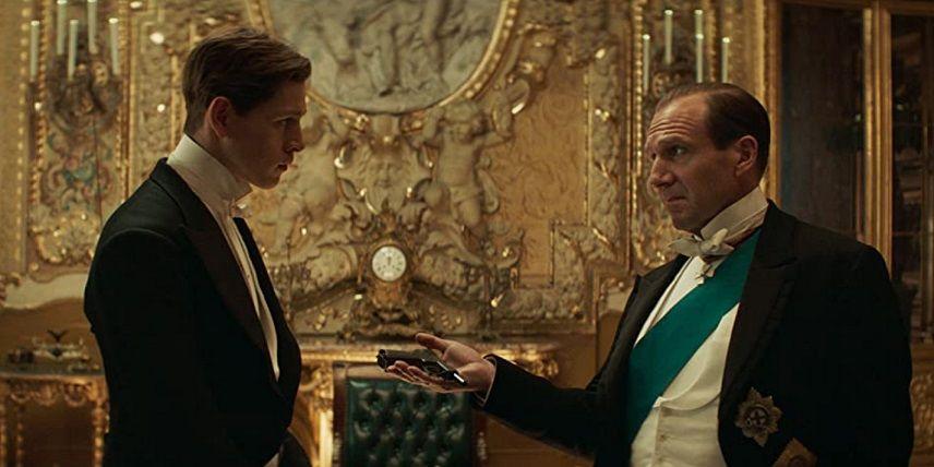 Ralph Fiennes dan Harris Dickinson dalam film The King's Man (2021). Salah satu film aksi yang bakal tayang tahun 2021 ini. (Foto: via IMDb)