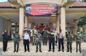 Para anggota TNI di jajaran Kodim 0819 Pasuruan yang melakukan pengecekan Posko PPKM Skala Mikro di tiap desa dan kelurahan. (Foto: Dokumen/Kodim 0819 Pasuruan) tugu jatim