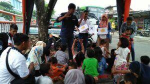 Tidak hanya anak jalanan, komunitas ini juga kerap mendidik anak-anak di perkampungan padat penduduk di kawasan Terminal Joyoboyo, Surabaya. (Foto: Dokumen/Lentera Kota) tugu jatim