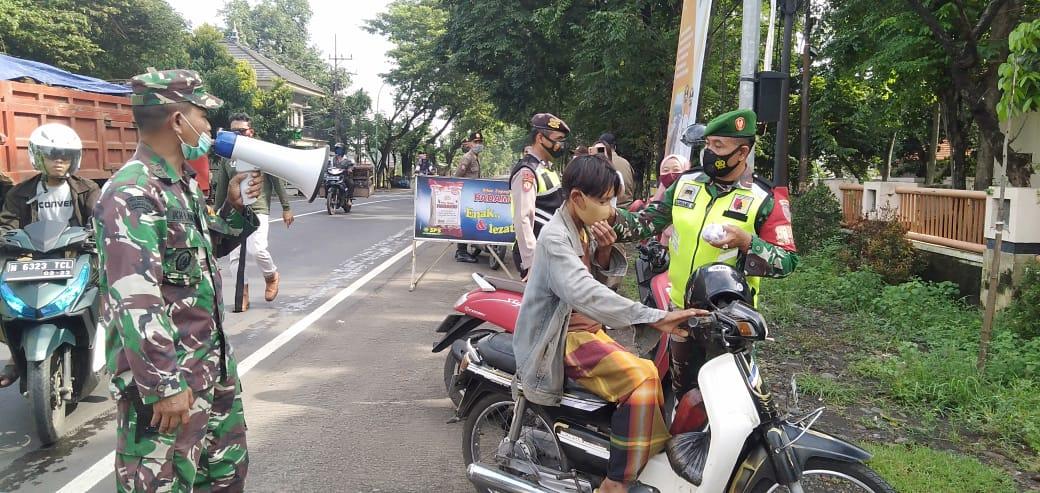 Operasi Yustisi yang dilakukan oleh petugas gabungan di wilayah Kejayan, Pasuruan, Selasa (2/2/2021). (Foto: Dokumen)
