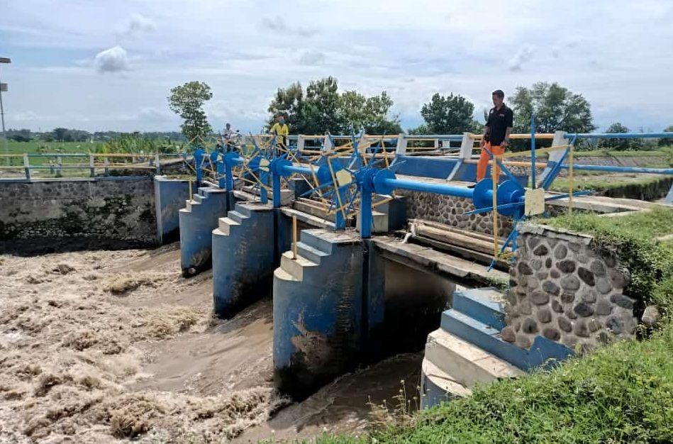 Pencarian korban di Kecamatan Jugo, Kabupaten Jombang. (Foto BPBD Kabupaten Kediri) tugu jatim